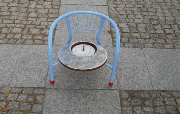 krzesło z kompasem